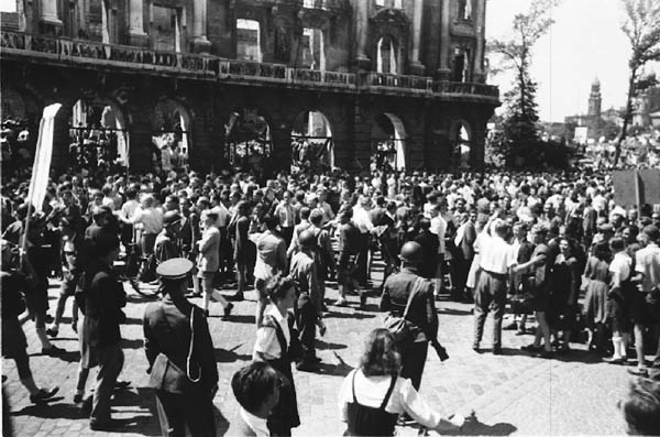 Datei:Hungerdemonstration 1948.jpg